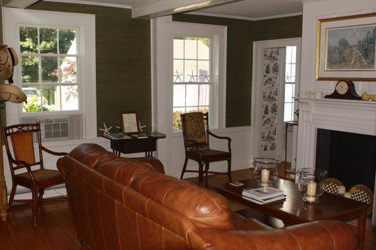 Chatham Gables Inn: Sitting Room