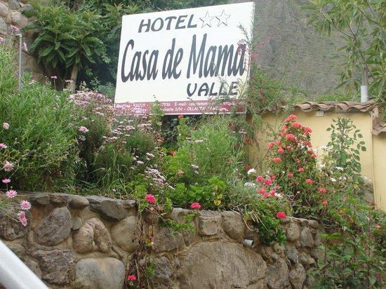 Hotel Casa de Mama Valle: Flores y cartel