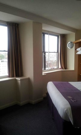 Premier Inn Glasgow City Centre (Charing Cross) Hotel: Our room