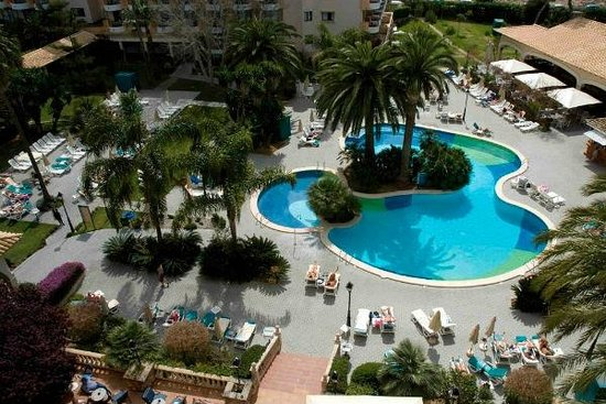 Hotel Riu Bravo : Outdoor pool