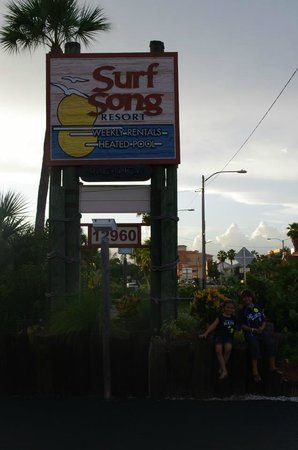Surf Song Resort Townhouse #343 : Front parking lot
