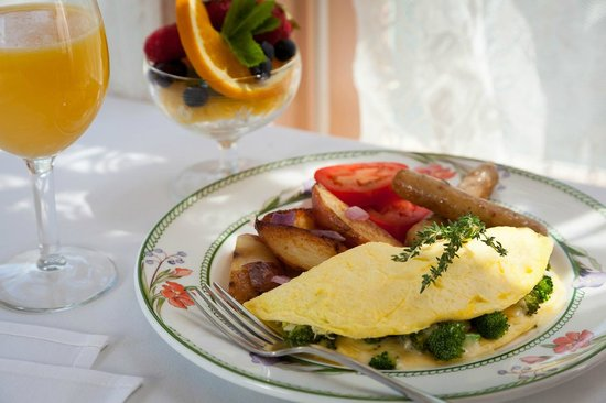 Chesterfield Inn: Hearty Country Breakfast