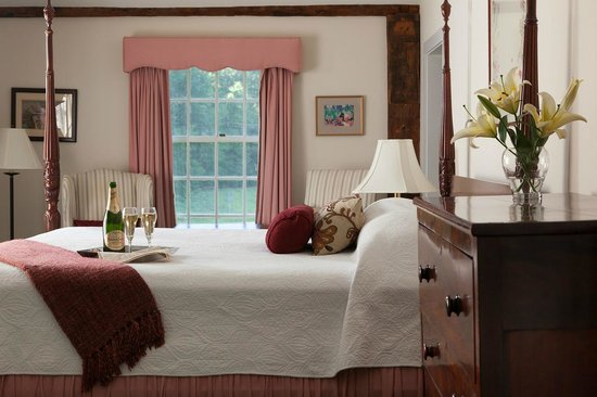 Chesterfield Inn: Romantic New Hampshire Getaways
