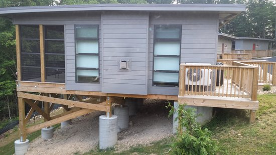Iris Inn : Cabins are situated on the edge of the overlook