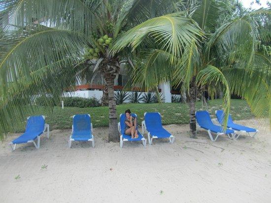 Residencias Reef Condos : In front of the condo