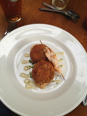 Kings Head Hotel Restaurant: Fishcakes & Prawn Skewers