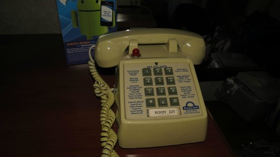 Days Inn Airport/Maine Mall : phone in our room,,