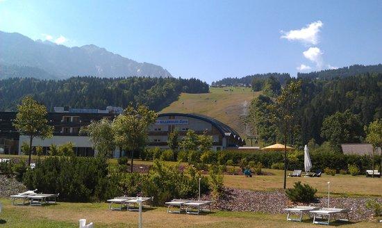 Falkensteiner Hotel & Spa Carinzia: vista dalla piscina