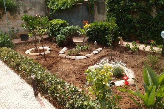 Il giardino sempre curato foto di all 39 angolo fiorito for Foto angoli giardino