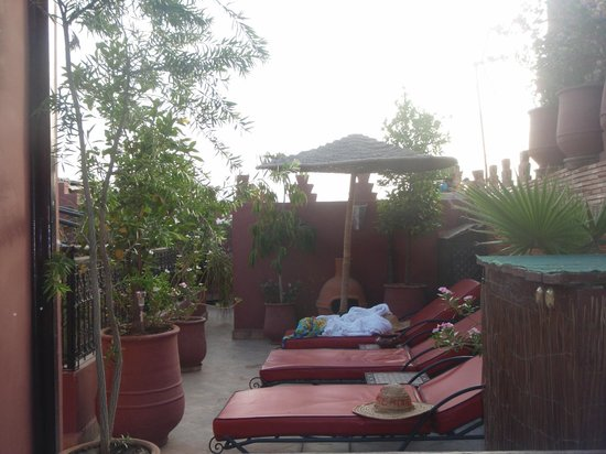 Riad La Porte Rouge: top of the rias next to the hot tub