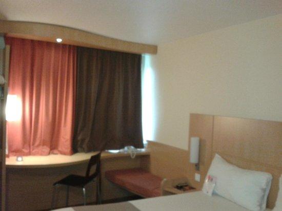 Ibis Nantes Centre Gare Sud : vista de la habitación