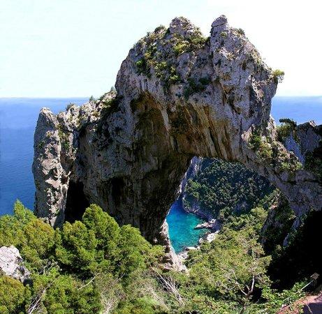 Le Grottelle: L'ARCO NATURALE