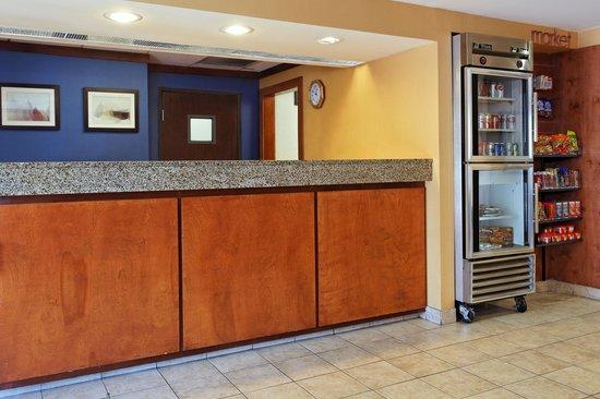 Fairfield Inn San Antonio Airport/North Star Mall: Front Desk