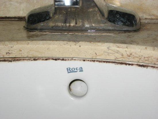 Yelan Bay Resort: грязь и плесень