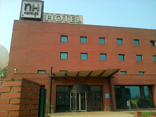 Hotel City Express Santander Parayas: Vista delantera