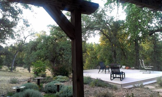 Red Tail Ranch: Patio area where you can sit and look at the stars