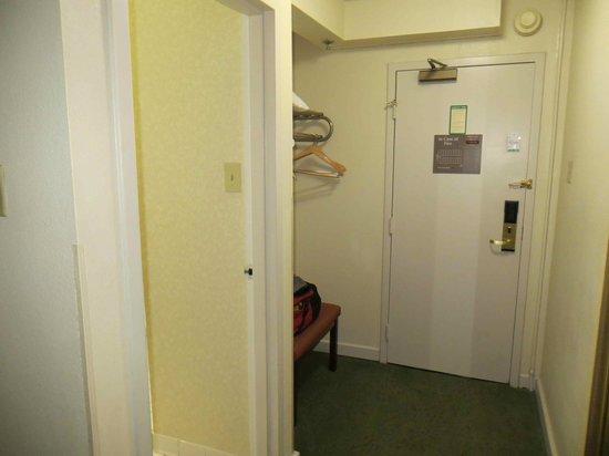 Holiday Inn Athens-University Area: large closet area