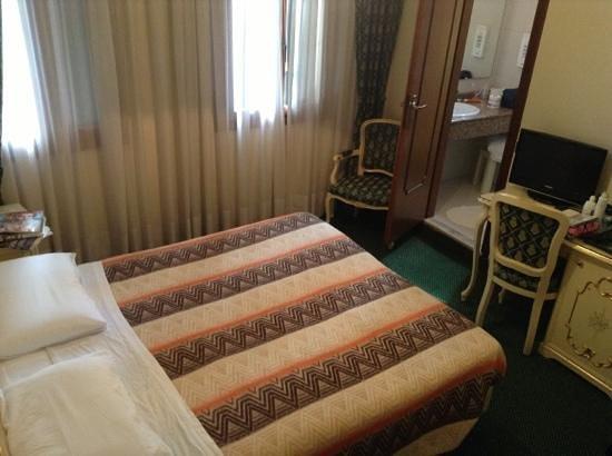 Hotel Commercio & Pellegrino: room