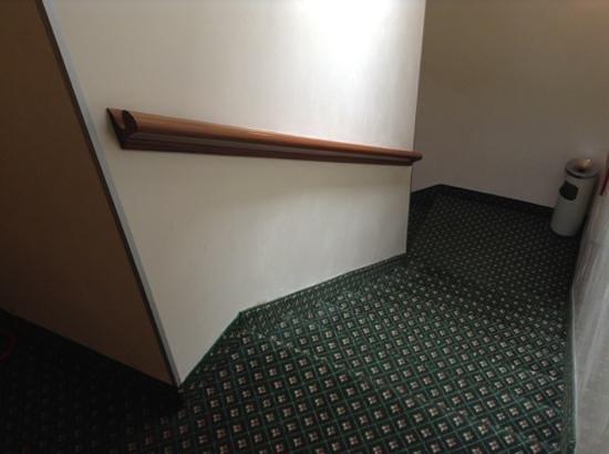 Hotel Commercio & Pellegrino: corridor