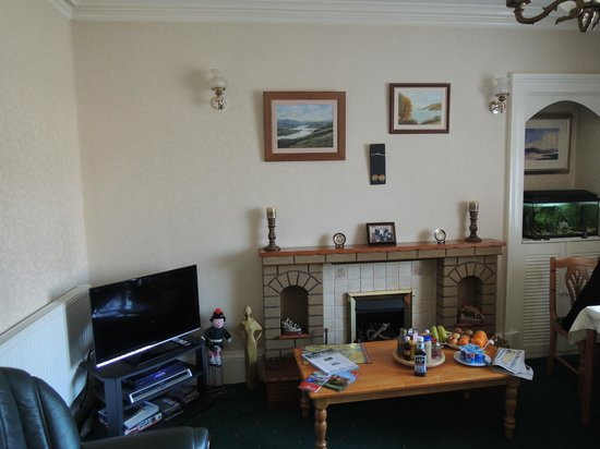 Ardgarry Guest House: Dining and Common room