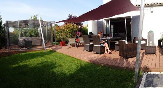 La Villa Cecile : Terrasse pour petit-déjeuner