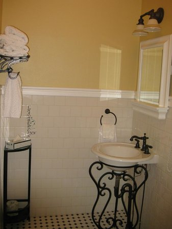 Chamberlin Inn: Bathroom