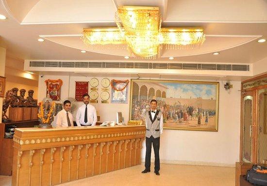 Hotel Swarn House: Reception