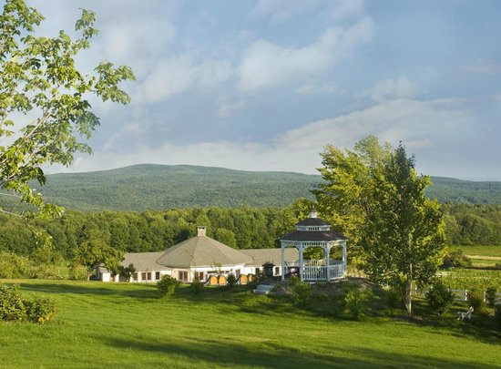 West Halifax, VT: Avigliano at Honora Winery and Vineyard