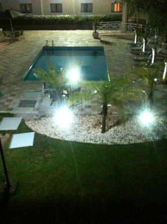 Vista da piscina do Fildi Hotel