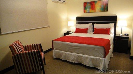 Puerto Mercado Hotel: Suíte intermediária é muito confortável e com estilo