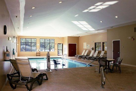 Comfort Suites: Indoor Pool