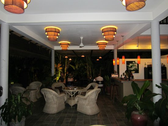 Battambang Resort: pool bar / breakfast