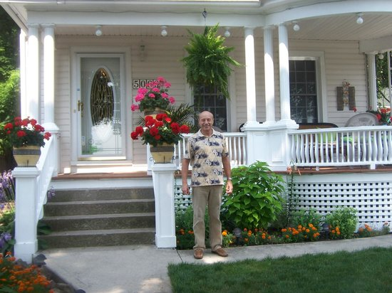 Accommodations Niagara Bed and Breakfast: Our exceptional host, Lee