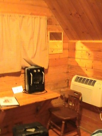 Natural Bridge/Lexington KOA: Small Desk In Cabin