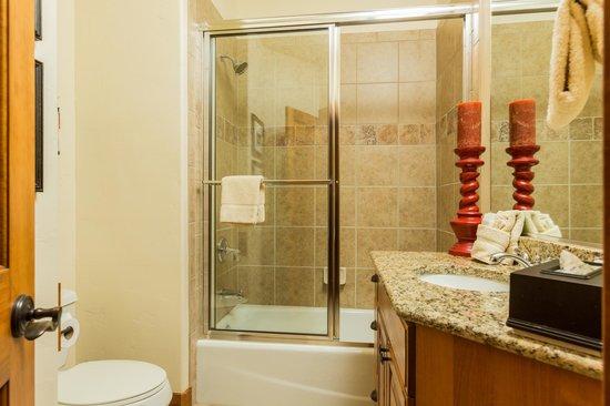 EagleRidge Townhomes: EagleRidge Townhome Bathroom
