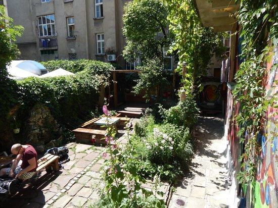 Art Hostel: Usually we spend our time in the garden