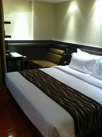 Amora Neoluxe: King size bed. Decent size room with spacious toilet