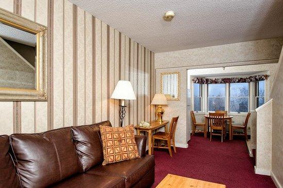 The Valley Inn: Living Room