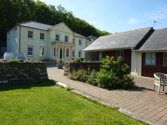 Rose in Vale Country House Hotel: Garden suite and main building