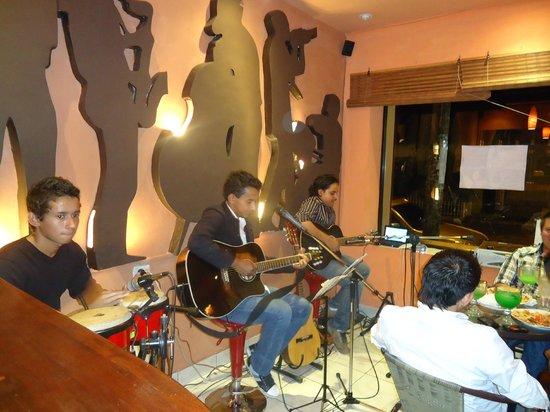 Nueva Ocotepeque, Honduras: DIVERSIDAD DE PLATILLOS, MUSICA EN VIVO