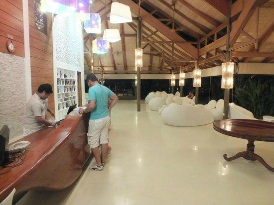 Kuramathi Island Resort: Welcome / reception