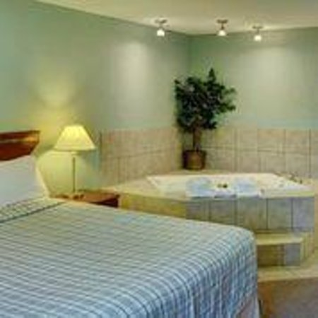 Lakeview Inn & Suites - Chetwynd: Jacuzzi suites