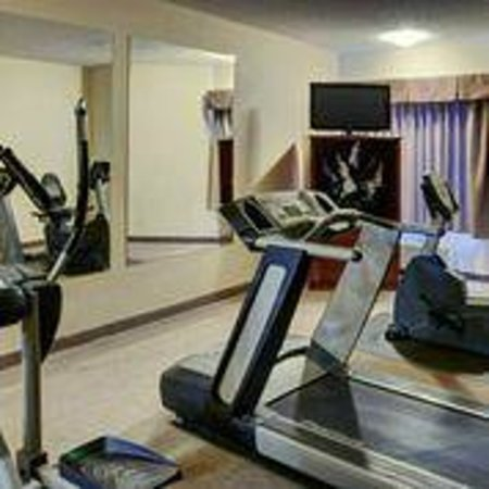 Lakeview Inn & Suites - Chetwynd: Gym