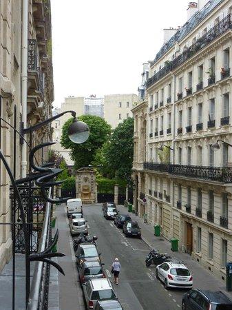 Le Cardinal Hotel: rue de l'hôtel vue du balcon