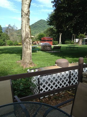 Chalet Motel & Apartments: View from the room's patio