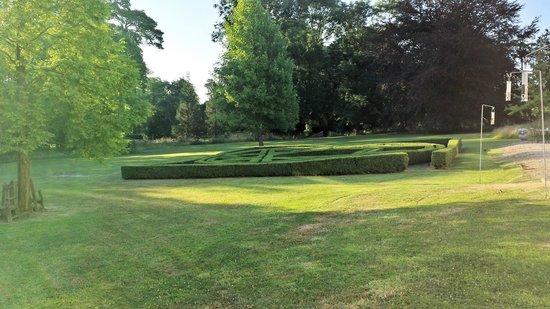 Winford Manor: Vue du jardin depuis l'hôtel