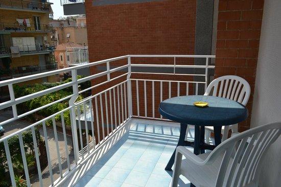 Santa Tecla ApartHotel: Балкон