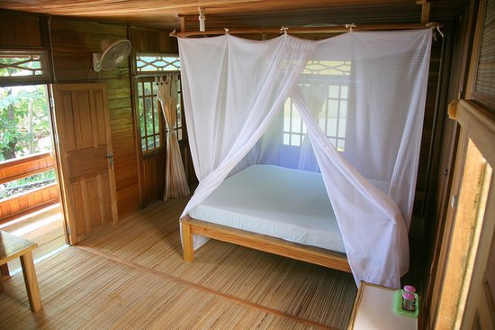 Bunaken Divers - Sea Breeze Dive Resort: Bungalow interior