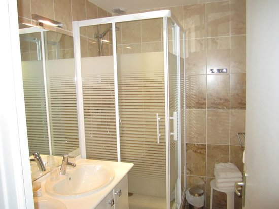Hotel Beausejour: SDB
