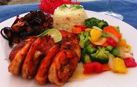 Restaurante del mercado del mar.: FILETE DE HUACHINANGO CON CAMARÓNES AL PASTOR